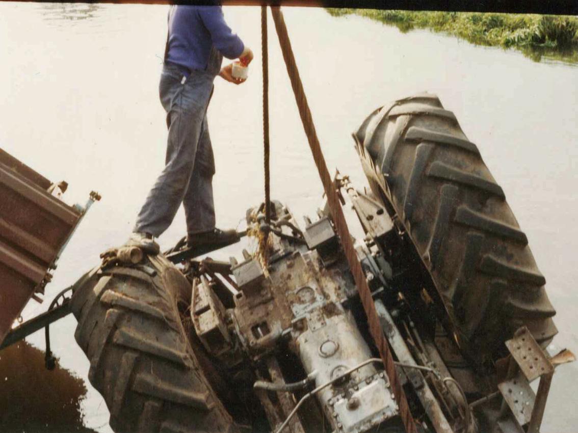 kulle-wasserbau-traktorbergung (1)